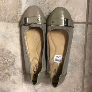De flex comfort gray flat shoes